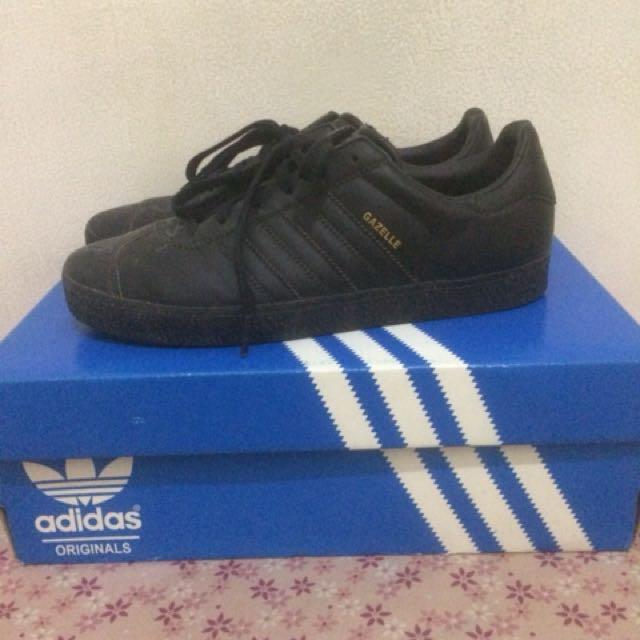 best sneakers 2d2f4 3212f Adidas gazelle all black size 39, Men s Fashion, Men s Footwear on Carousell