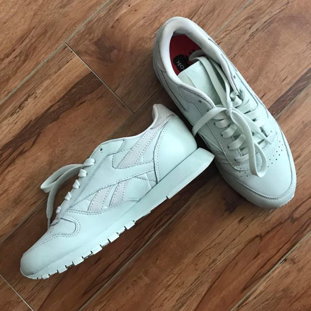 ALMOST BRAND NEW Reebok shoes