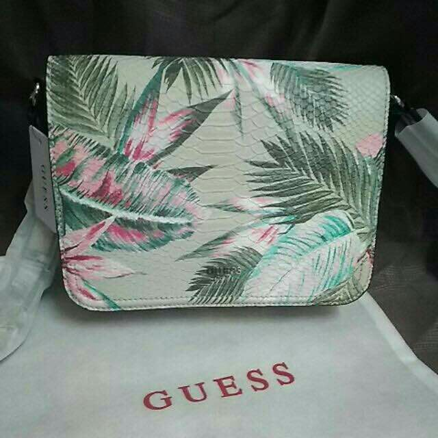 AUTHENTIC GUESS KAMRYN FLORAL SUMMER CROSS BODY BAG, Women s Fashion, Bags    Wallets on Carousell 7a41ef6267