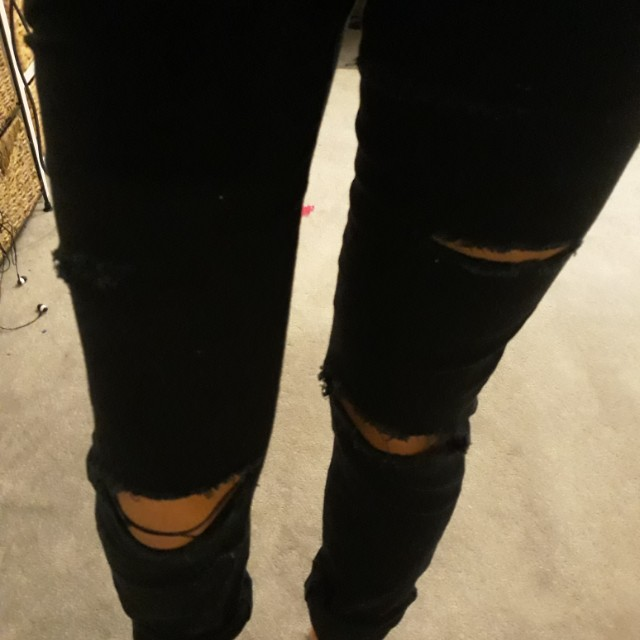 Black jeans (ripped)