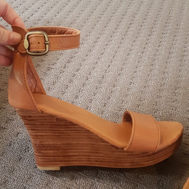 Brand New Size 8 Leather Wedges