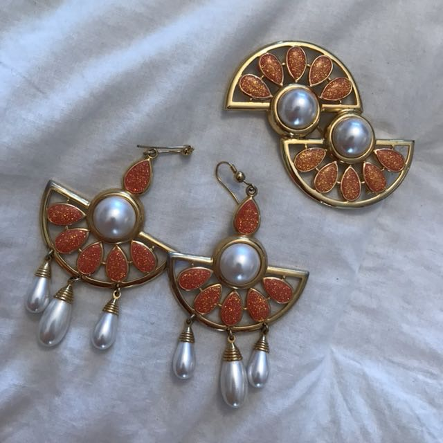 Broach and earring set