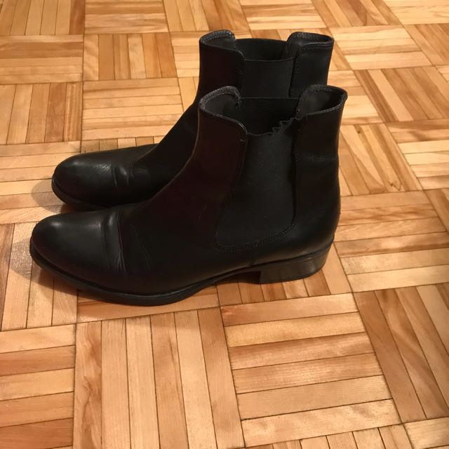 Brown's Black leather Chelsea boots. Size - 8