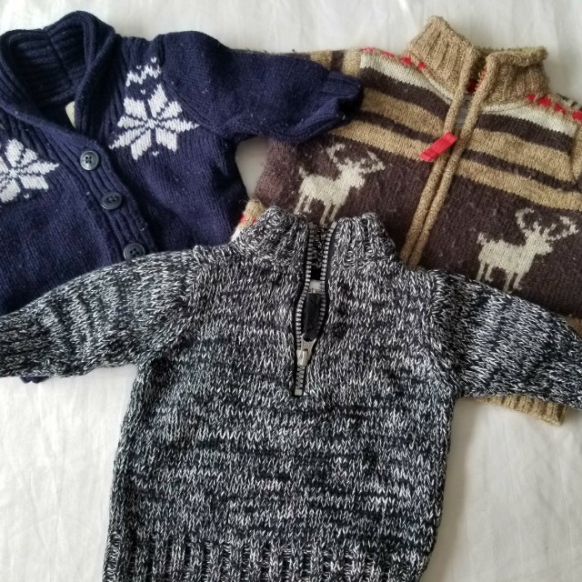 Carters oshkosh 0-3mths sweaters. Practically new condition. Retails for $29.95 each. Size 0-3mths. Pick up Beaches or Yorkville.