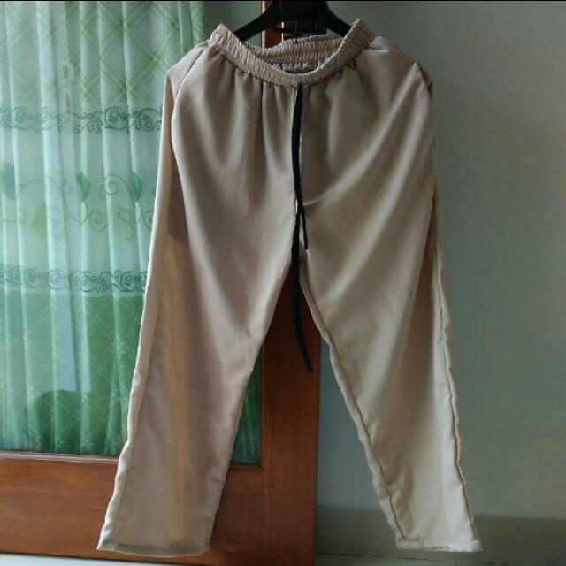 Celana kulot warna khaki