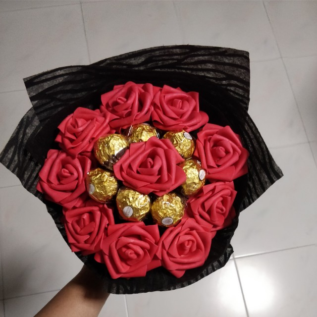 Ferrero rocher rose bouquet, Design & Craft, Others on Carousell
