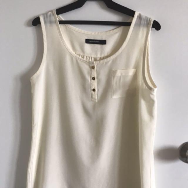 G2000 cream sleeveless top