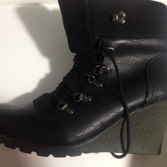 NEW Heel Boots size 9
