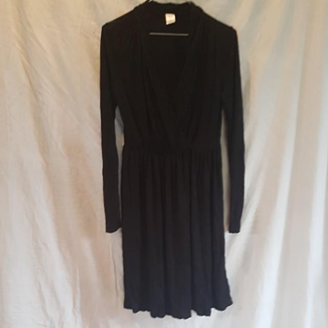 Plain black v neck dress