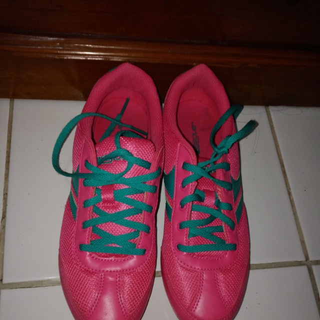 League Running shoes