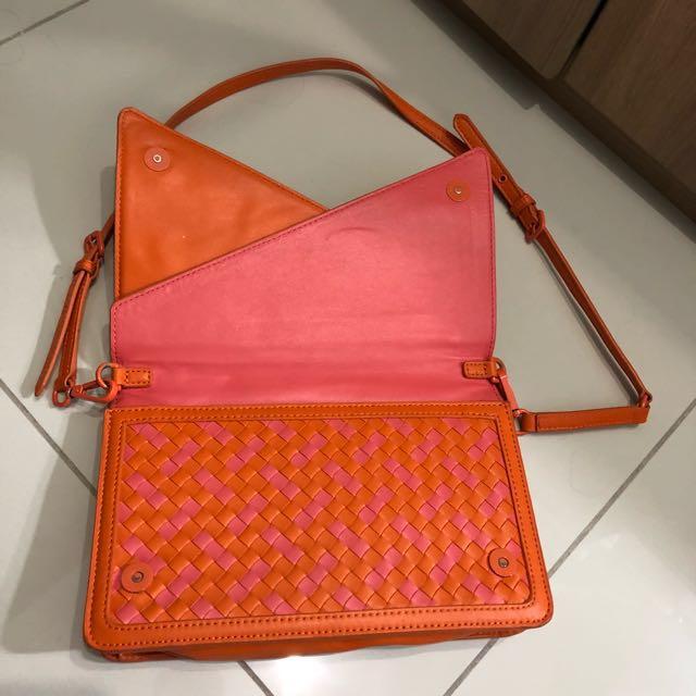 TURUNHARGA Charles n Keith Envelope sling bag