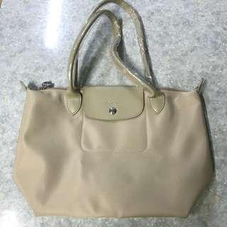 全新Longchamp Le Pliage 加厚杏色手袋 側咩袋