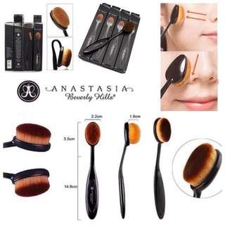 Anastasia Beverly Hills Oval Foundation Blending Contouring Brush