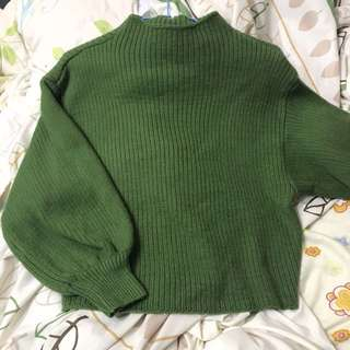草綠色小立領燈籠寬袖毛衣