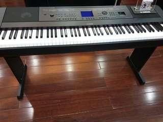 Piano DGX 660