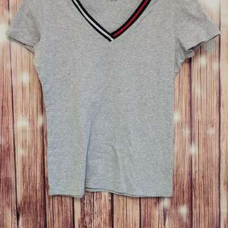 Tommy Hilfiger womens v neck tee grey medium D18