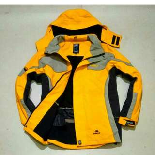 Jaket gunung size L fit To M