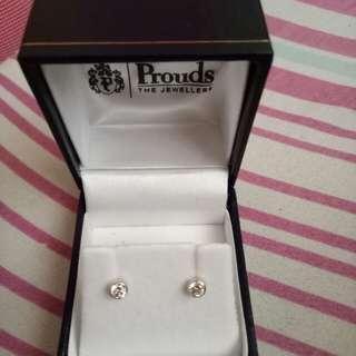 white gold Earrings from Australia