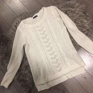 RW AND CO WHITE SWEATER