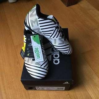 Brand New Adidas Nemeziz Soccer Football shoes boots US11.5 junior
