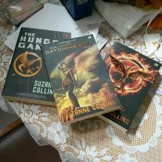 Novel the Hunger Games (edisi terjemahan bahasa Indonesia)