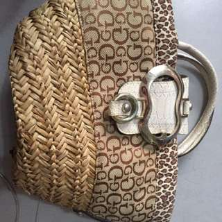 Guess Beg With Sling