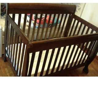 Baby/toddler (height-adjustable) crib + Mattress