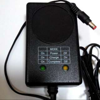 12 volts Automatic  Lead Acid  Battery  Charger