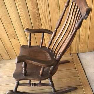 80年實木搖椅
