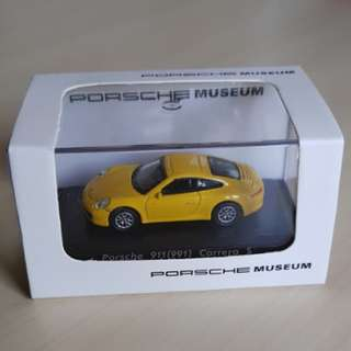 porsche museum 1:87 911 991 991.2 carrera s c2s c2 zuffenhausen stuttgart christophorous gt marketing yellow speed race diecast die-cast scale model collectible miniature