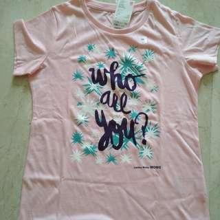 Uniqlo girl's t-shirt