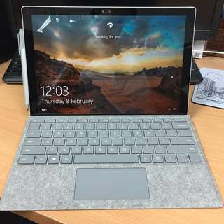 Microsoft Surface Pro 4 with Signature Type Cover (i5, 8GB, 256SSD)