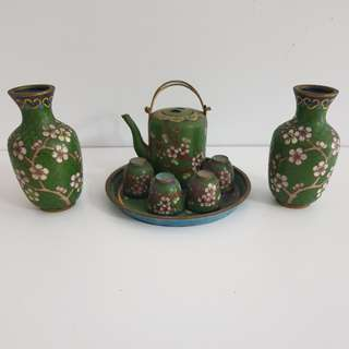 vintage chinese teapot and cups