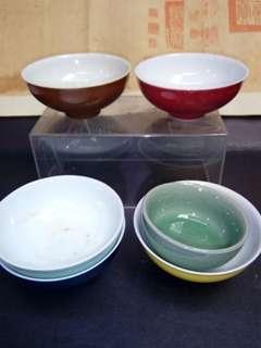 各色瓷盏6个。1999年