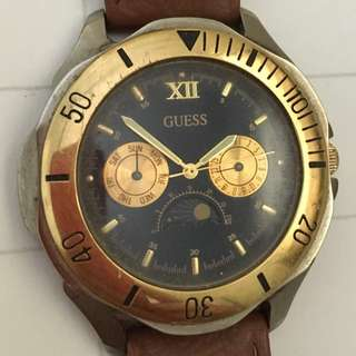 VINTAGE CLASSIC AUTHENTIC & GENUINE 1993 GUESS UNISEX LEATHER WATCH (USED) MEN & WOMEN