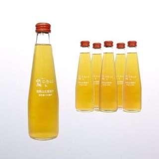 微熱山丘 鳳梨汁 - 250ml x 6削皮的鳳梨熬出的原汁,經沉澱、殺菌、過濾, 完全沒有添加任何不屬於鳳梨的東西