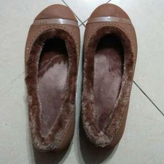 🚚 原價2180元Crocs毛平底鞋