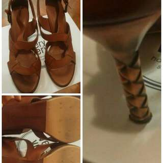 Auth. B.V. Brown High Heel 36