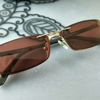 Frame with customised Sunglass clip