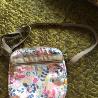 Pre-loved Lesportsac