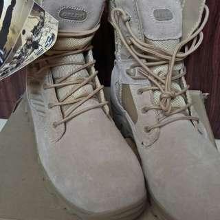 Delta tactical boots