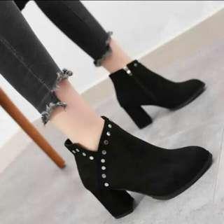 🚚 歐美風加絨粗跟短靴
