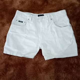 Short Pants warna Putih