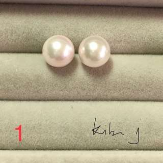 日本 Akoya 珍珠8mm 耳環,鑲18K WG 耳針,耳迫(膠包18K WG),光澤好,有白底帶粉色、櫻花淡粉紅色選擇。每對$880,附有絨布袋或盒。