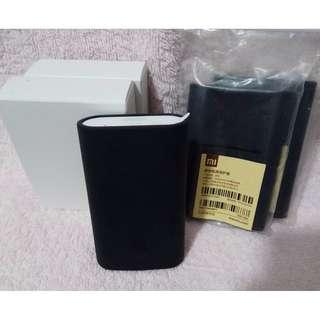 全新未開封正貨小米行動電源5200 mAh,$60送黑色小米原裝矽膠保護套