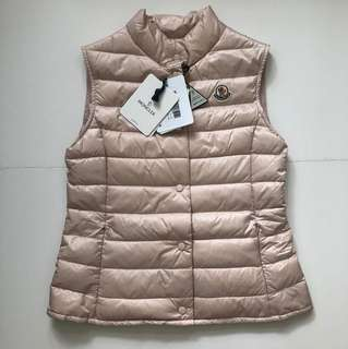 (Yr 12, fit for XS femme, size 00) Moncler down vest Liane