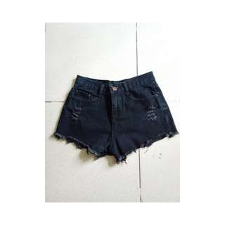 🌻 HW ripped shorts