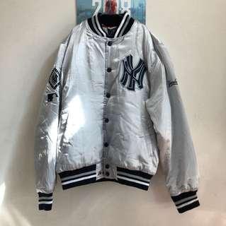 Men's Yankees zipped jacket Size L