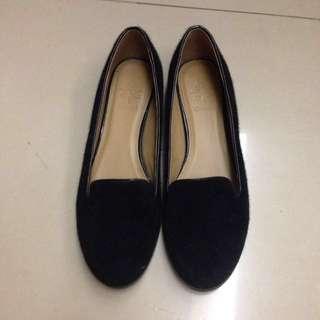 達芙妮 平底黑色休閒樂福鞋