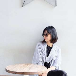Outer pleats grey